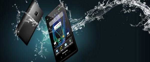 Panasonic Eluga, lo smartphone che resiste all'acqua!