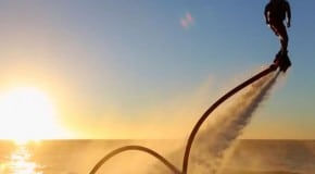Vola sull'acqua come un supereroe: la Flyboard mania è già iniziata!